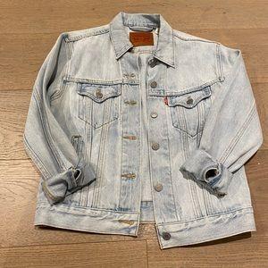NWOT Levi's washed denim jean jacket